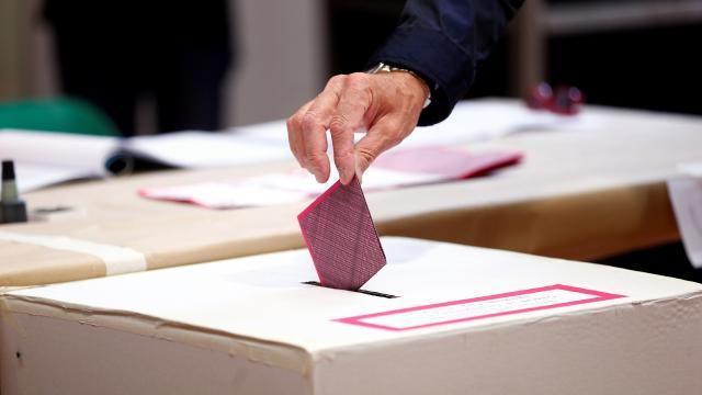 İtalyada kısmi yerel seçim için halk sandık başında