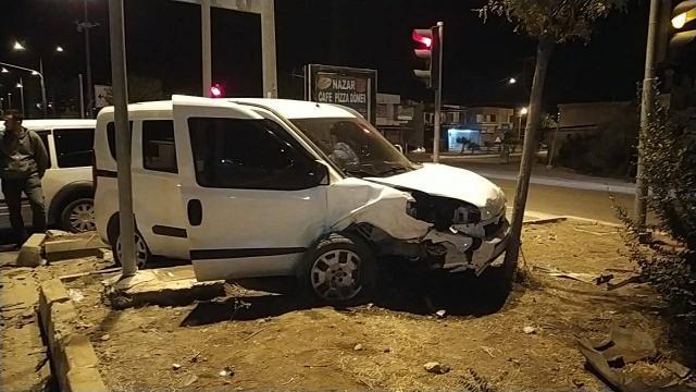 Adanada polis aracı kaza yaptı: 2si polis 5 kişi yaralandı