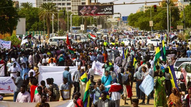 Sudandaki protestolarda polis silah kullanamayacak