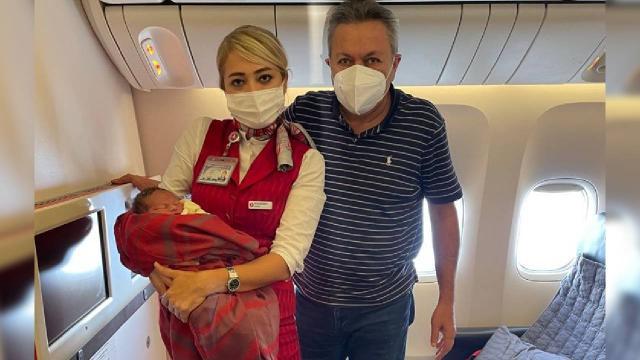 Uçakta doğum gerçekleştirmişti, Türk cerrah ABD basınında