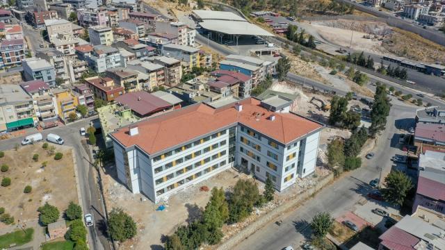 İzmirde depreme dayanıksız okul binalarının yerine yenileri yükseliyor