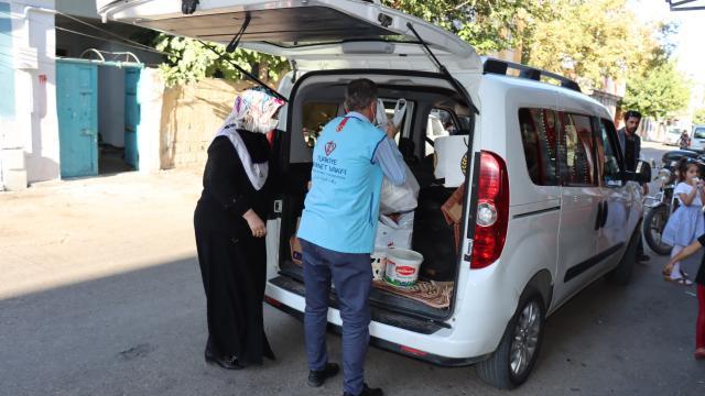 Din görevlisi ve eşi, çeyrek asırdır ihtiyaç sahiplerinin yüzünü güldürüyor