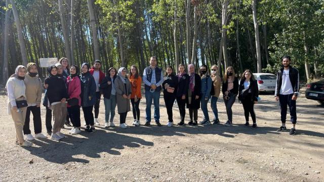Edirnede öğrenim gören yabancı öğrenciler yürüyüş etkinliğinde bir araya geldi