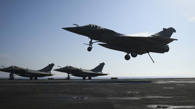 Fransa: Cezayir, askeri uçaklarımıza hava sahasını kapattı