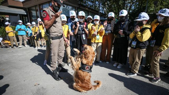 Bursada polislerden 4 Ekim Dünya Hayvanları Koruma Günü etkinliği