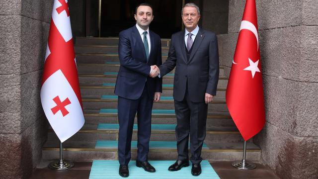 Bakan Akar, Gürcistan Başbakanı Garibaşvili ile görüştü
