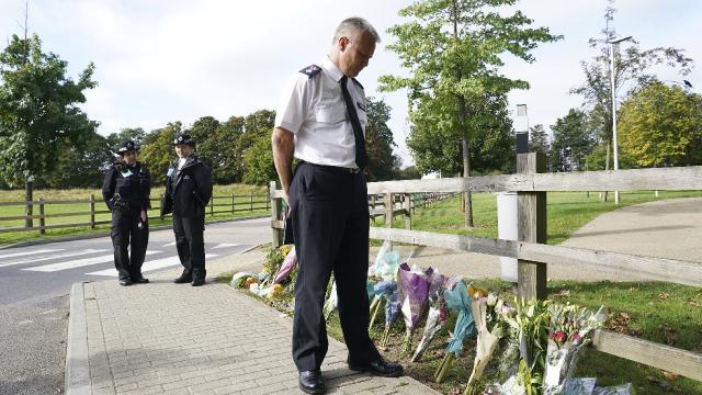 İngilterede polis güven kazanmaya çalışıyor