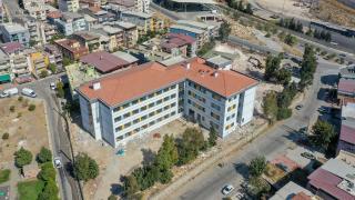 Depreme dayanıksız okul binalarının yerine yenileri yapılıyor