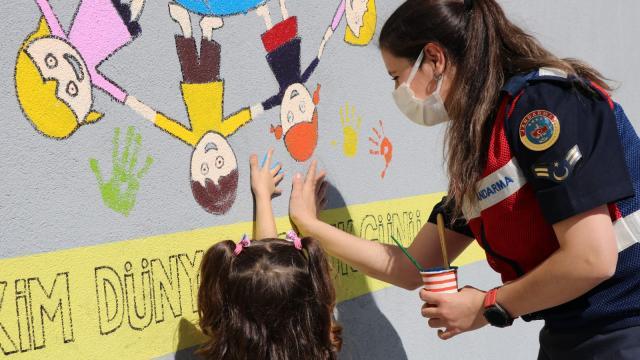 """Elazığda jandarmadan """"4 Ekim Dünya Çocuk Günü"""" etkinliği"""