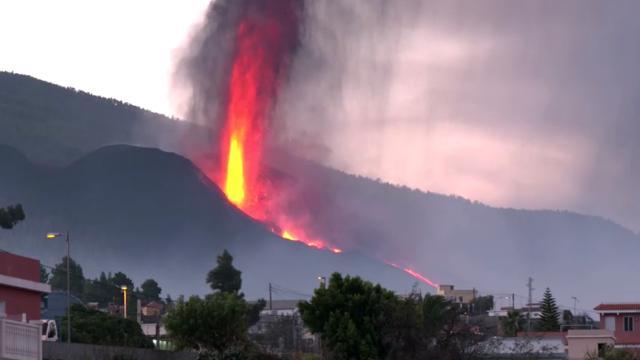 La Palmada yanardağ tehdidi sürüyor