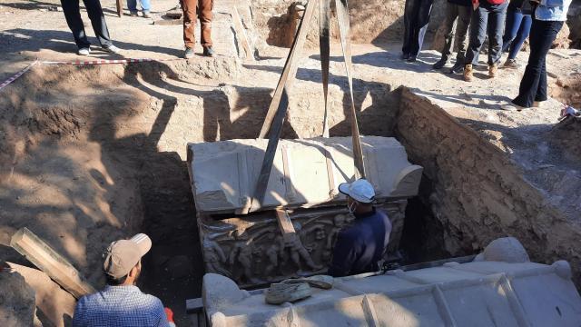 İznikte Hisardere kazılarında iki lahit bulundu