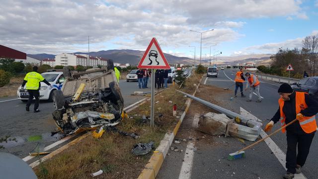 Erzincanda devrilen taksideki 4 kişi yaralandı