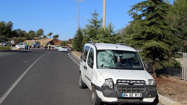 Uşakta okul yolunda hafif ticari aracın çarptığı lise öğrencisi öldü
