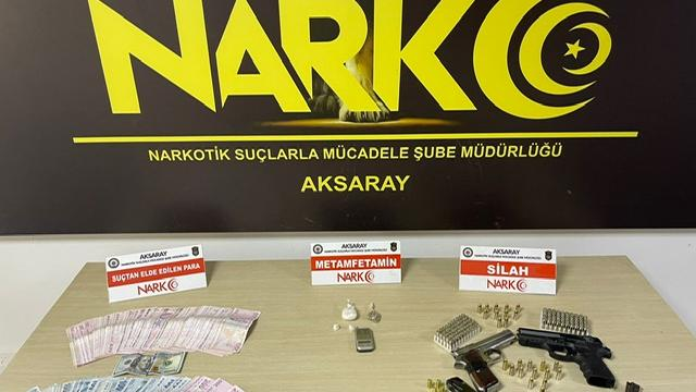 Aksarayda uyuşturucu sattıkları iddia edilen 3 şüpheli tutuklandı