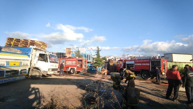Ümraniyede palet imalathanesinde çıkan yangın söndürüldü