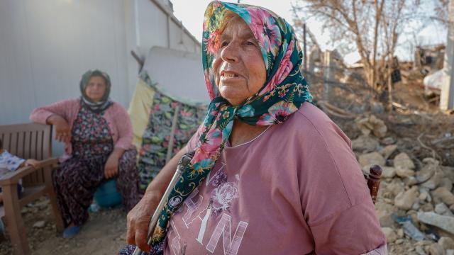 Antalyadaki yangında hasar gören mahallelerde izler siliniyor