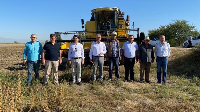 Tarsusta deneme amaçlı ekilen yerli soya tohumunun ilk hasadı yapıldı