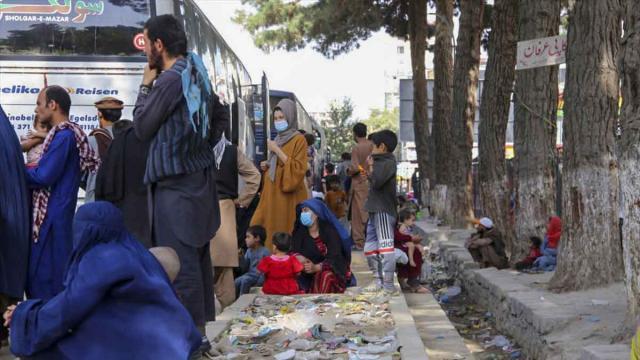 Kabildeki parklara sığınan Afganlar evlerine dönüyor