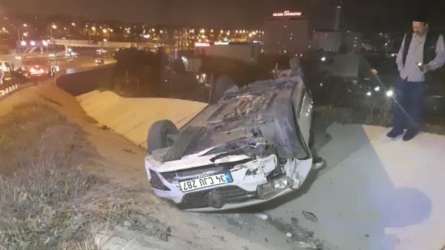 Refüje çıkan araç takla attı