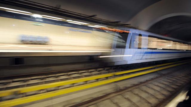 Cezayirdeki metro Fransız ortak olmadan faaliyete geçti