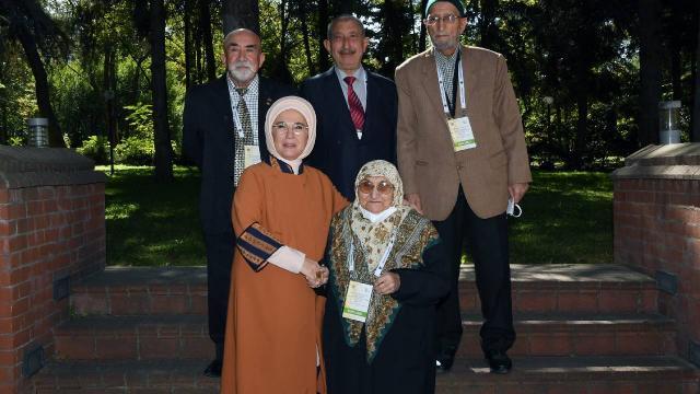 """Emine Erdoğan: """"Yaşlılık, bizde hürmet makamına oturmak demektir"""""""