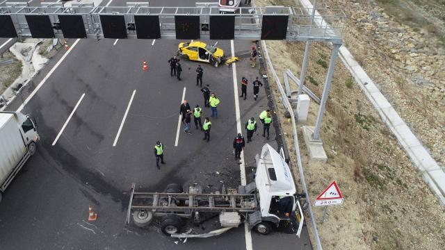 Kuzey Marmara Otoyolunda trafik kazası: 2 ölü, 1 yaralı