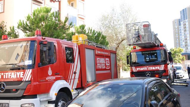 Kartalda bir evde yangın: 6 kişi dumandan etkilendi