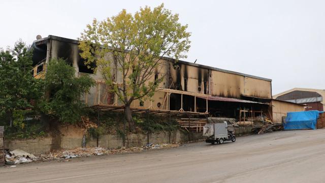 Kastamonuda yangın çıkan mobilya fabrikasında zarar oluştu