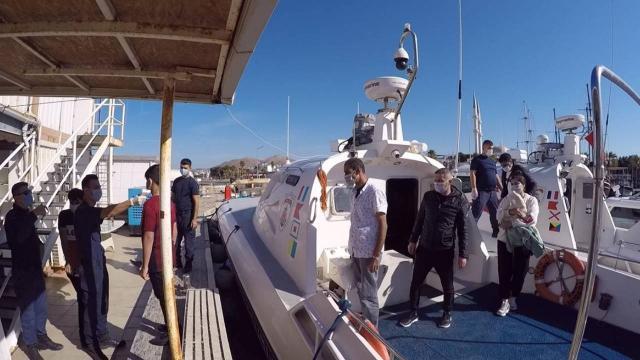 Türk kara sularına itilen 48 düzensiz göçmen kurtarıldı