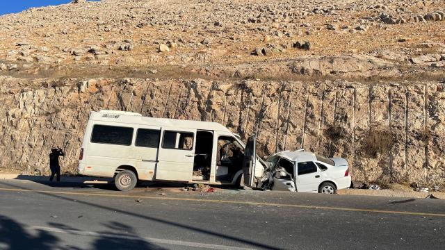 Otomobil ile minibüs çarpıştı: 1 ölü