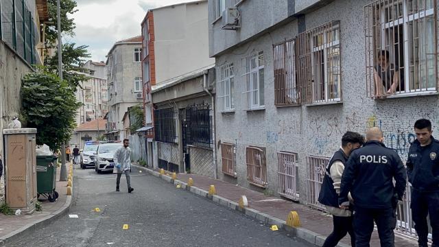 Fatihte iki grup arasında yaşanan silahlı kavgada 3 kişi yaralandı