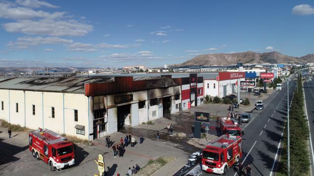 Kayseri OSBde çıkan yangında 2 fabrikada hasar oluştu