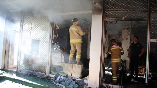 Uşakta kargo firmasına ait iş yerindeki yangın söndürüldü