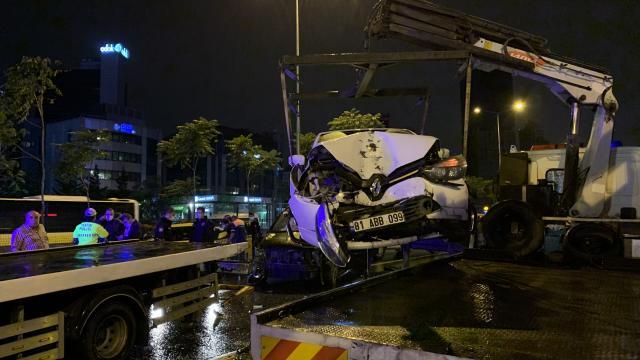 İstanbulda zincirleme kaza: 4 yaralı