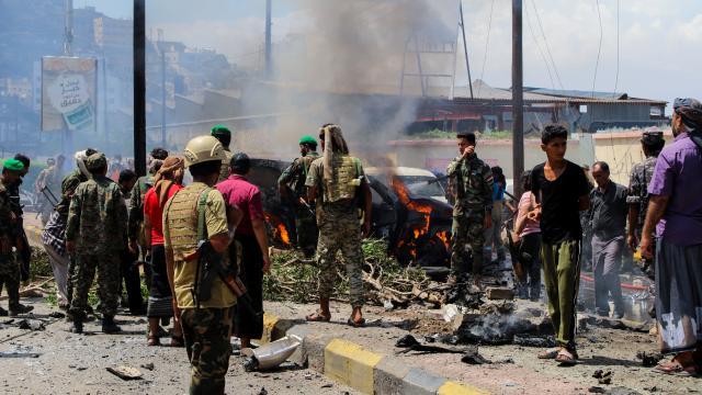 Yemende vali konvoyuna bombalı saldırı: 4 ölü