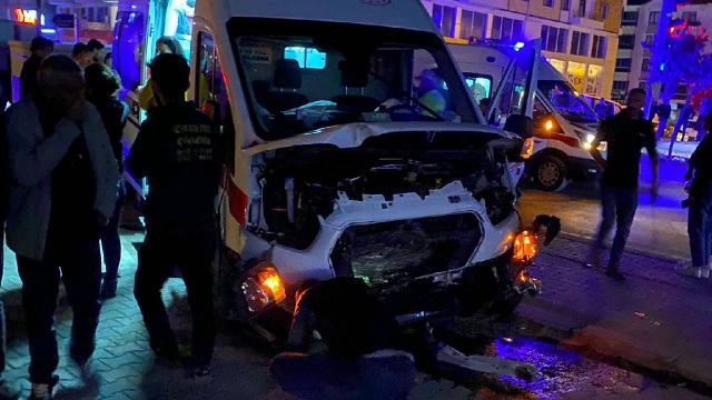 Tuncelide ambulans ile otomobil çarpıştı: 6 yaralı