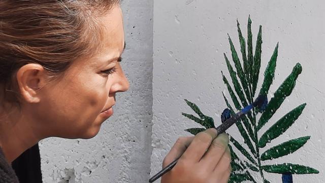 Edremitli kadınlar okul duvarlarını boyadı, resim yaptı