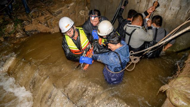 Çinde seller nedeniyle 120 binden fazla kişi tahliye edildi