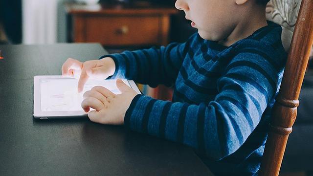 Geç konuşan çocuklar öğrenme güçlüğü yaşayabiliyor