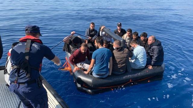 Yunanistanın ölüme terk ettiği 75 düzensiz göçmen kurtarıldı