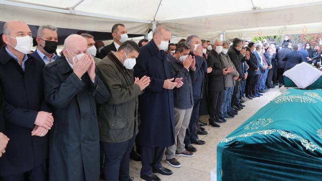 Cumhurbaşkanı Erdoğan, İstanbulda cenaze törenine katıldı