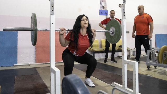 Görme engelli milli haltercinin hayatı sporla değişti