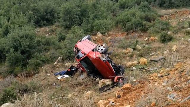 Başakşehirde otomobil şarampole devrildi: 2 yaralı