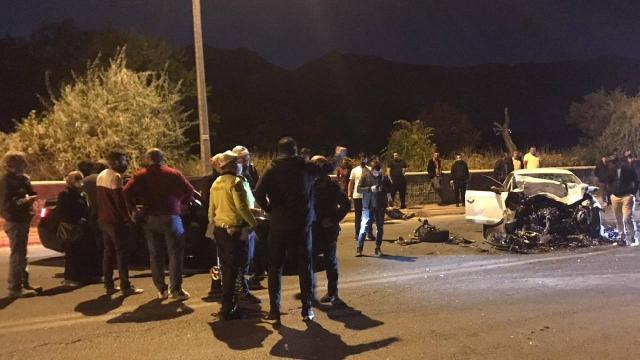 Kayseride 4 otomobil çarpıştı: 2si ağır 6 yaralı