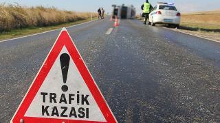 Erzincan'da kamyonet ile otomobil çarpıştı: 1 ölü, 6 yaralı