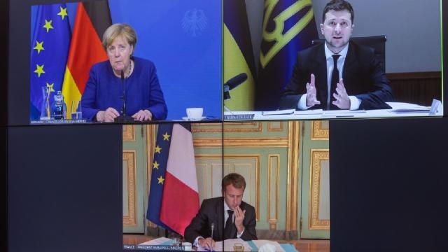 Zelenskiy Macron ve Merkel çevrim içi görüştü