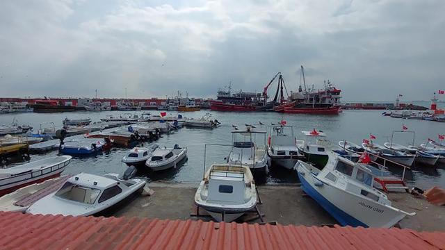 Marmarada poyraz: Çok sayıda tekne ve gemi limana demirledi