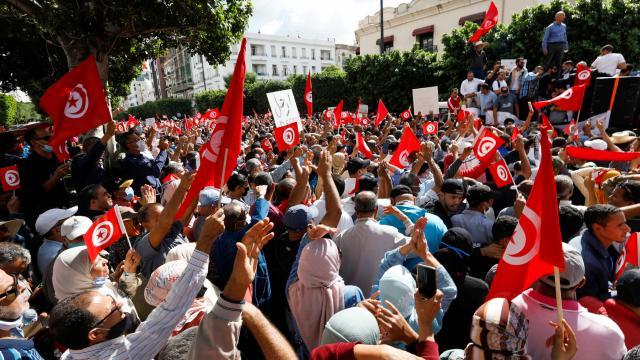 "Tunusta Cumhurbaşkanı Saidin ""yetki"" kararlarına karşı gösteri"