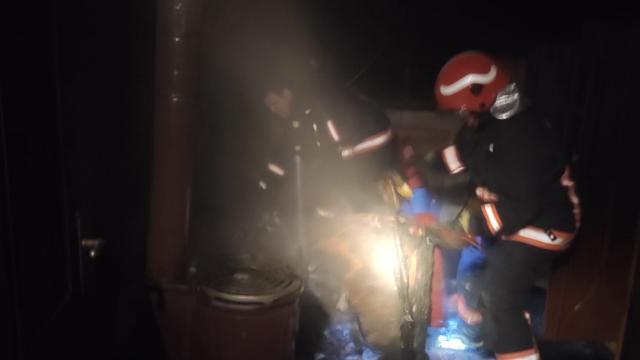 Altınovada bir evde çıkan yangın söndürüldü