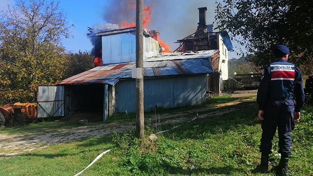 Karabükte yangın: İki katlı ev kül oldu